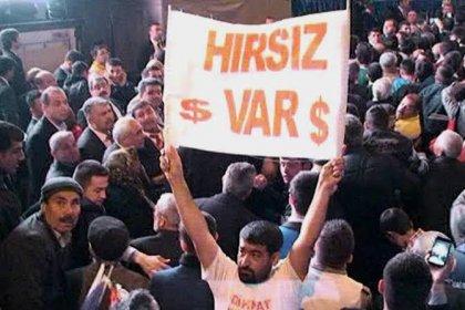 'Hırsız var' pankartı açtığı için dayak yiyen eski uzman çavuşa AYM kararıyla 27 bin lira tazminat ödenecek
