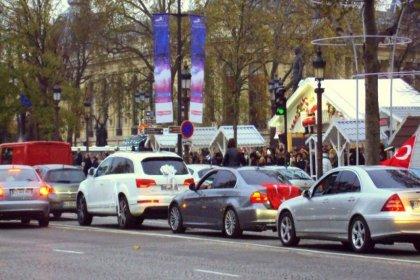 Hollanda'da trafik ihlali ve gürültü yapan düğün konvoyundaki Türkler polisi dövdü: Damat da dahil 3 kişi gözaltına alındı