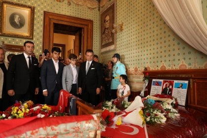 İBB Başkanı Ekrem İmamoğlu İstanbul'da 10 Kasım törenlerine katıldı