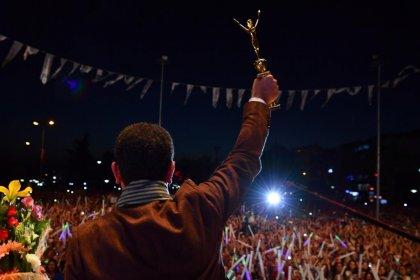 """İBB başkanı İmamoğlu'na, Karadeniz Ereğli Uluslararası Sevgi Barış Dostluk Kültür ve Sanat Festivalinde """"Sevgi, Dostluk ve Barış Ödülü"""""""