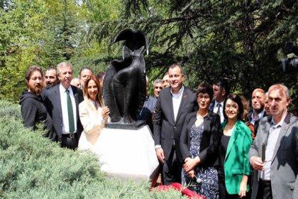 İlhan Koman heykeli 3 yıl aradan sonra yeniden Seğmenler Parkı'nda: 'Başkentimizin hafızasını her anlamda yeniden ortaya çıkaracağız'