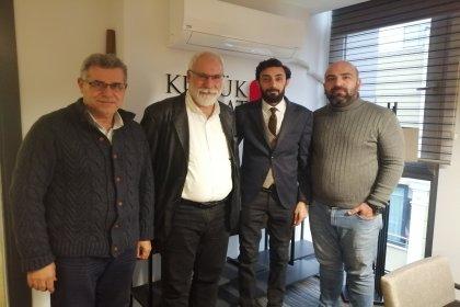 İmambakır Üküş, Adana'da kucuksaat.com'da gündemi değerlendiriyor