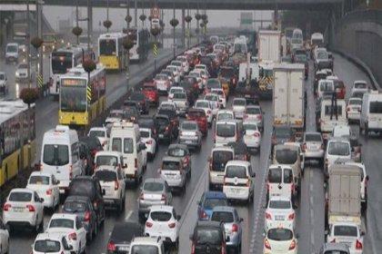 İstanbul'da yağmur yine trafiği felç etti: Yoğunluk yüzde 71 seviyesine ulaştı