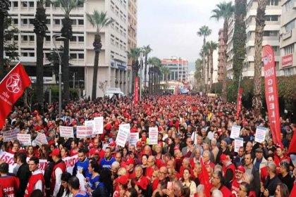İzmir'de binlerce DİSK üyesi 'vergi adaleti' için buluştu