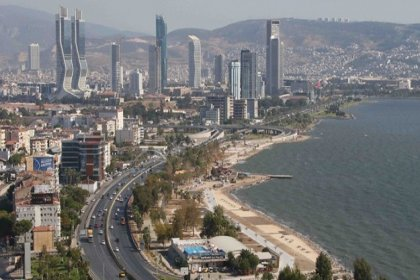 'İzmir İstanbul'a göre biraz daha tehlikeli. Kent merkezinden geçen 17 fay var'