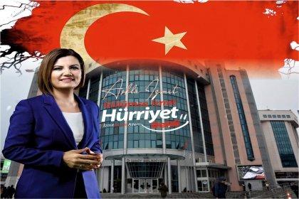 İzmit belediye başkanı Fatma Hürriyet Kaplan mazbatasını alıyor