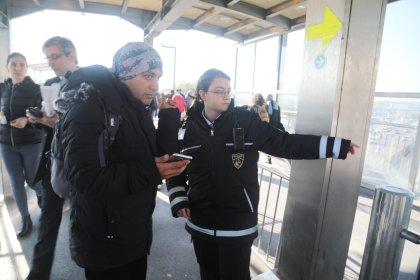 Kadın güvenlik görevlileri metrobüs hattında göreve başladı