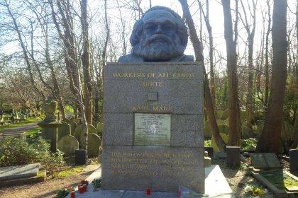 Karl Marx'ın mezarına saldırı