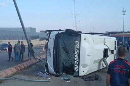 Kayseri'de işçi servisi midibüsü devrildi: 1 ölü, 24 yaralı