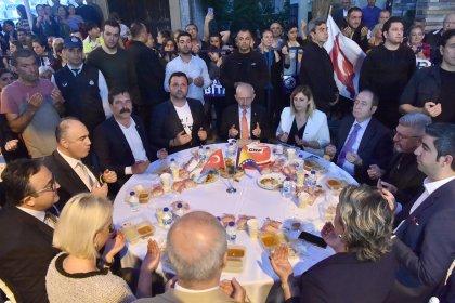 Kılıçdaroğlu, Boşnak vatandaşlarımızla sokak iftarında buluştu