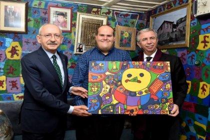 Kılıçdaroğlu engelli ressam Muhammed Yalçın'ı ziyaret etti