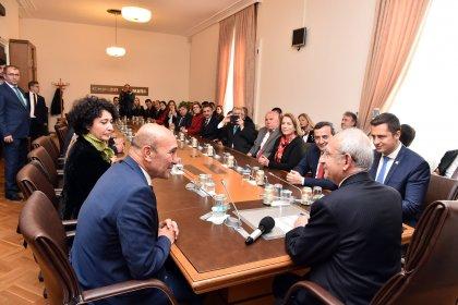 Kılıçdaroğlu, İzmir'de Millet İttifakı'nın ilçe belediye başkanları ile görüştü