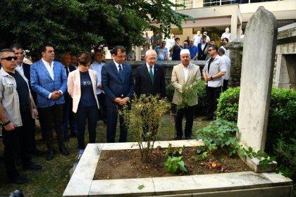 Kılıçdaroğlu ve İmamoğlu İstanbul'un ilk belediye başkanı Hızır Bey'in mezarını ziyaret etti