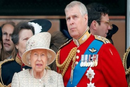 Kraliçe Elizabeth, skandalla gündeme gelen oğlu Prens Andrew'un maaşını kesti