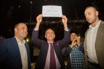 Küçükçekmece Belediye Başkanı Kemal Çebi mazbatasını aldı