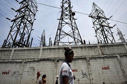 Latin Amerika'da 5 ülkede elektrik kesintisi: 50 milyon kişi karanlıkta kaldı