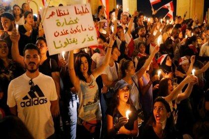 Lübnan'da halkı sokağa döken 'Whatsapp vergisi'nde geri adım