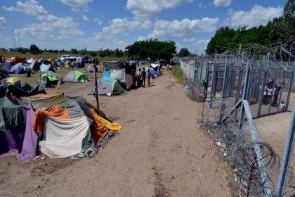 'Macaristan'da sınır kamplarındaki mülteciler aç bırakılıyor'