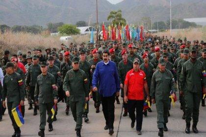 Maduro'dan askerlerle gövde gösterisi
