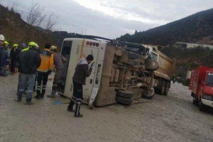 Manisa'da tarım işçilerini taşıyan otobüs devrildi: Ölü ve yaralılar var