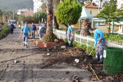 Marmaris'te fırtına sonrası temizlik başladı