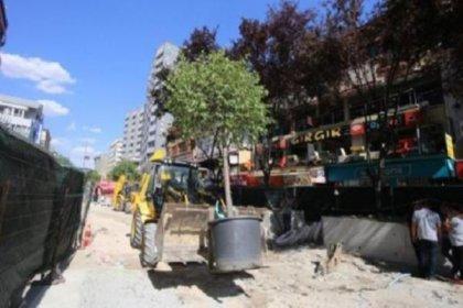 Melih Gökçek'in 26 bin 500 TL'ye aldığı ağaçlar ibret-i alem için Kızılay'a dikildi