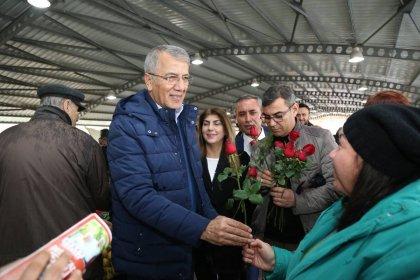 Mezitli Belediye Başkanı Tarhan, pazar esnafını ziyaret etti