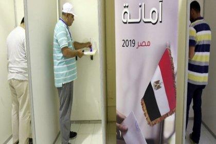 Mısır'da halk anayasa için sandık başında