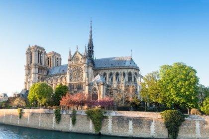 Notre Dame Katedrali ne zaman yapıldı?