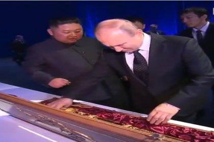 Putin ve Kim birbirine kılıç hediye etti