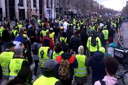 Sarı yelekliler eylemlerinde 233 kişi gözaltına alındı