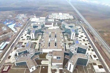 'Şehitlik ve bataklık üzerine şehir hastanesi inşa ettiler'