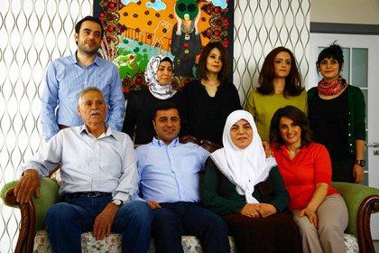 Selahattin Demirtaş'ın ailesi cezaevi yolunda trafik kazası geçirdi