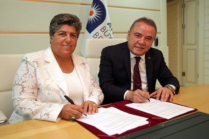 Şiddet mağduru kadınlar için 'Acil yardım hattı işbirliği protokolü' imzalandı