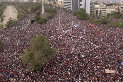 Şili'de bir milyondan fazla kişi zamlara ve hayat pahalılığına karşı sokaklara çıktı