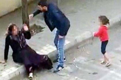 Sokak ortasında kadına vahşi saldırı