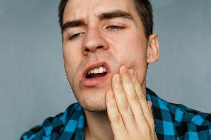 Stres çene ekleminin çıkmasına neden olabilir