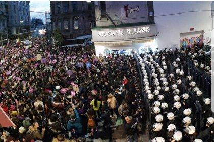 Taksim'de kadına şiddet eylemine polisden plastik mermi ve biber gazlı müdahale