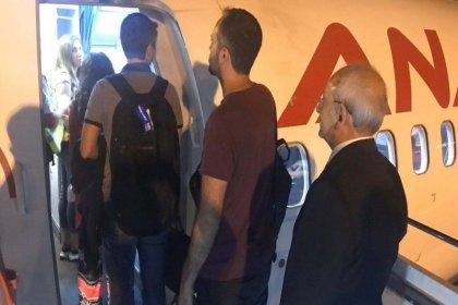 Tarifeli uçak kullanan Kılıçdaroğlu vatandaşlarla kuyruğa girdi