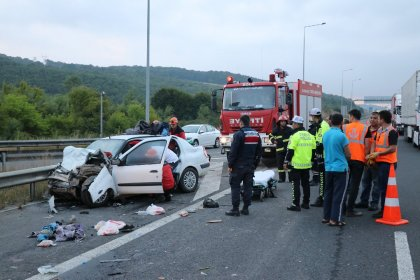 TEM'de feci kaza: Yaralılar var