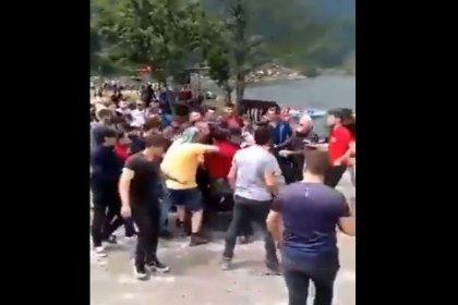 Trabzon'da 'Kürdistan' yazılı atkı ile fotoğraf çektiren IKYB'li  turistler saldırıya uğradı