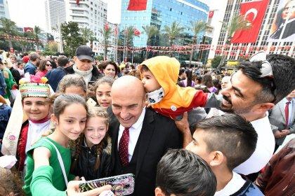 Tunç Soyer'den belediye birimlerine: Odalarınıza benim fotoğraflarım yerine Atatürk portresi ve çocuklarınızın fotoğraflarını asın