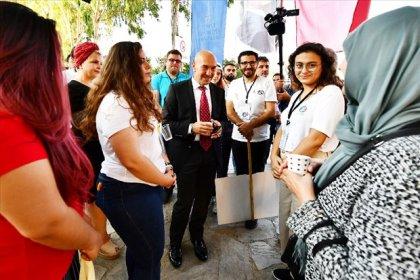 Tunç Soyer'den üniversiteli gençlere karşılama
