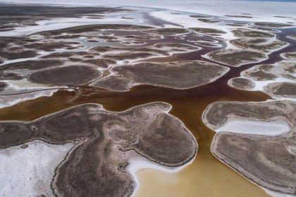 Tuz Gölü'nde kuruma tehlikesi: Giderek küçülüyor