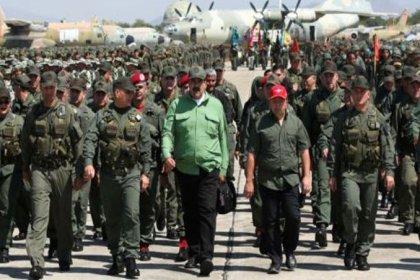 Venezuela'daki darbe girişiminde ordu 'Maduro'nun yanındayız' dedi