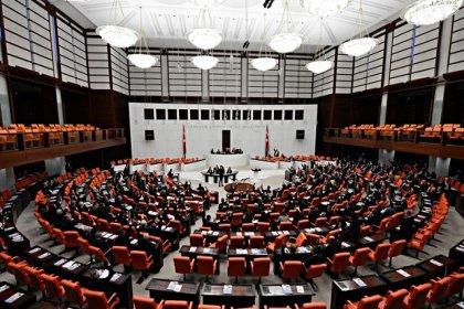 Yeni askerlik sistemi yasası Meclis'te kabul edildi