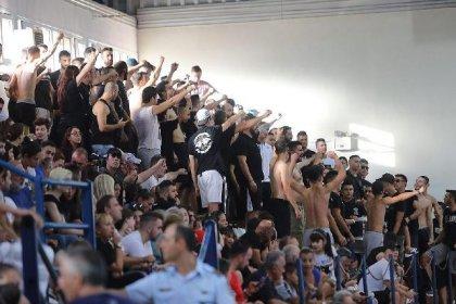 Yunanistan'da fanatikler sahada terör estirdi: Türk bayrağına izin vermediler, kadın hentbolculara tükürdüler!