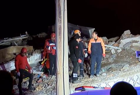 AFAD; Elazığ'da 6,8'lik depremde Elazığ'da 8, Malatya'da 6 kişi hayatını kaybetti