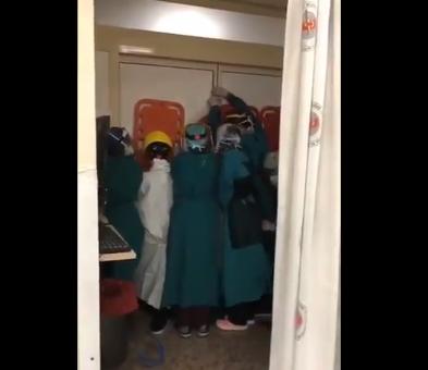 Ankara'da sağlık çalışanlarına saldırı: Kendilerini korumak için barikat kurdular!