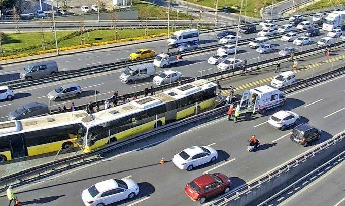 Avcılar'da iki metrobüs kafa kafaya çarpıştı - istanbulgercegi.com
